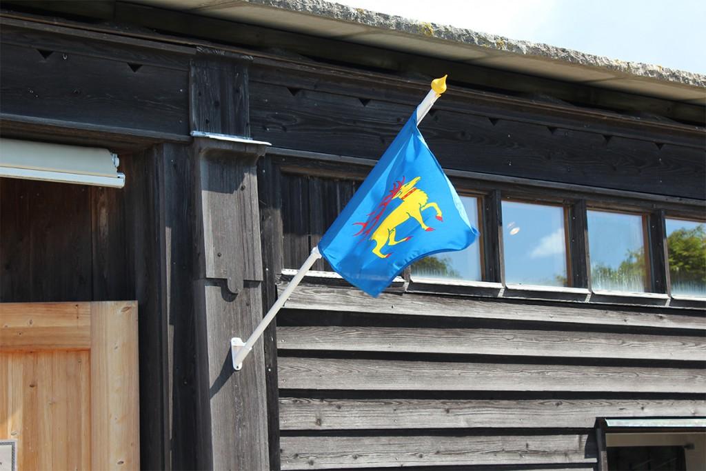 Ölandsflaggan på väggstång