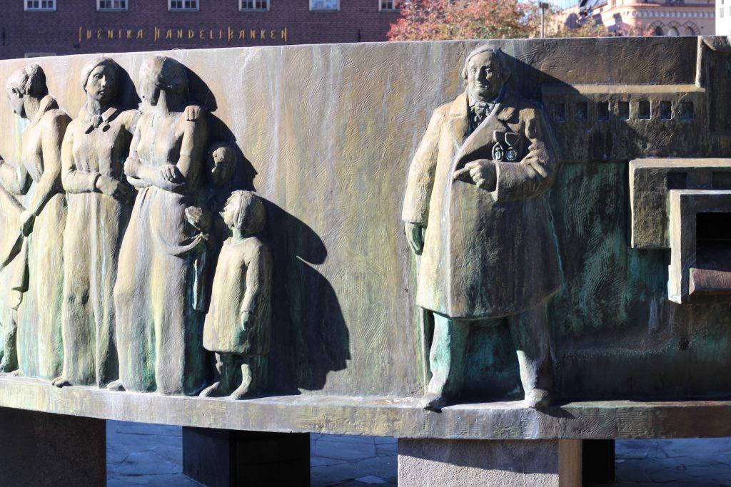 Torgbrunnen i Borås med medaljerad fabrikör Sven Ericsson.